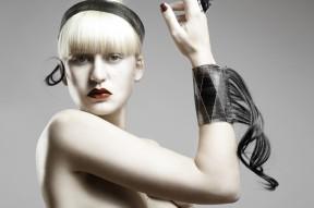 Diadem-Bracelet-of-Hair_Graphical-Hair_Iris-van-Daalen