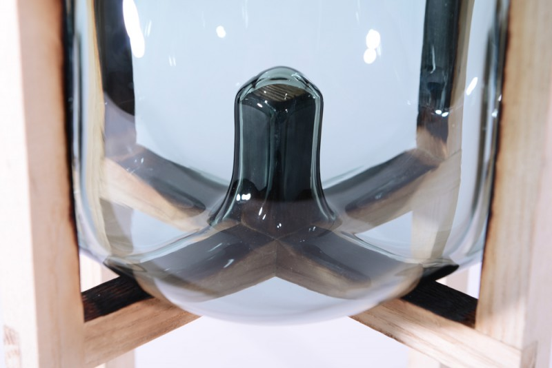 Round_Square-pierce_bubble_vase-Studio_Thier&vanDaalen-web-detail