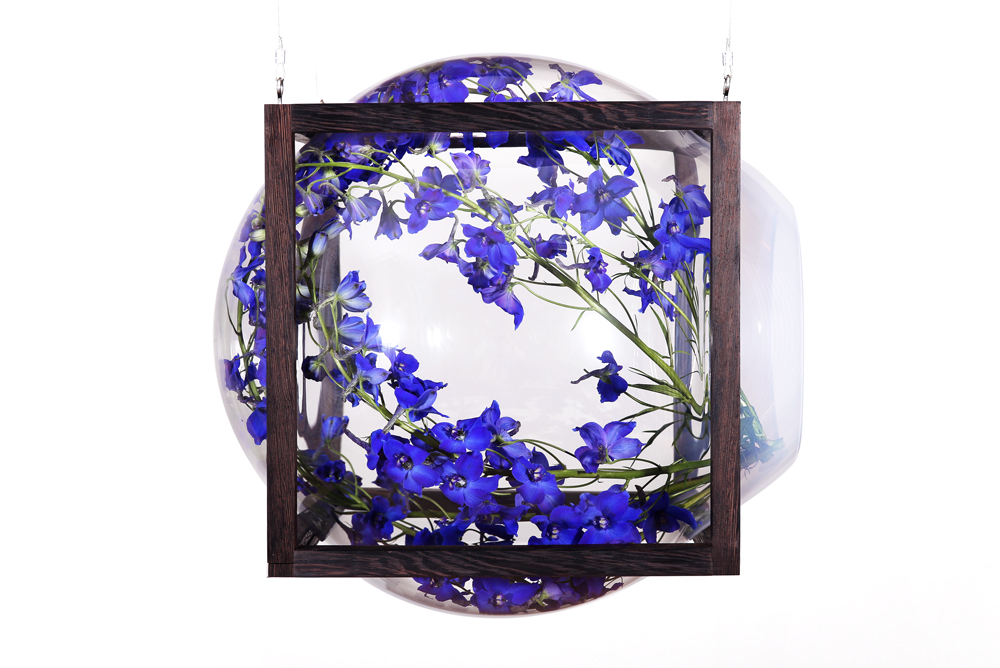 Round_Square-hanging_showcase_cabinet-flowers-Studio_Thier&VanDaalen-web