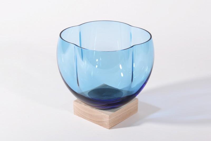 blue-tulip_vase-RoundSquare-Studio_Thier&vanDaalen-web